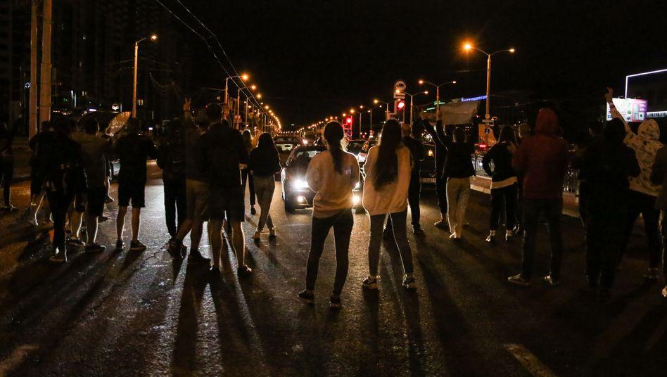Auch in der Nacht zu Donnerstag wurde in Belarus demonstriert, wie hier in Minsk