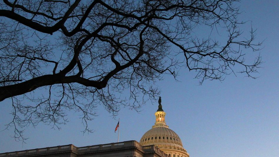 Congressional leaders in the US must reach agreement soon with the Obama administration on deficit reduction measures.