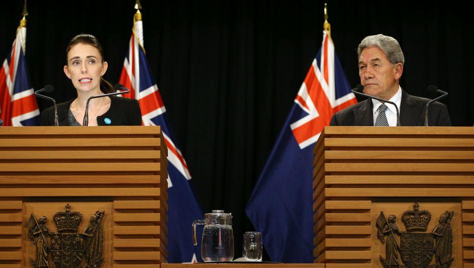 Premierministerin Jacinda Ardern und Außenminister Winston Peters