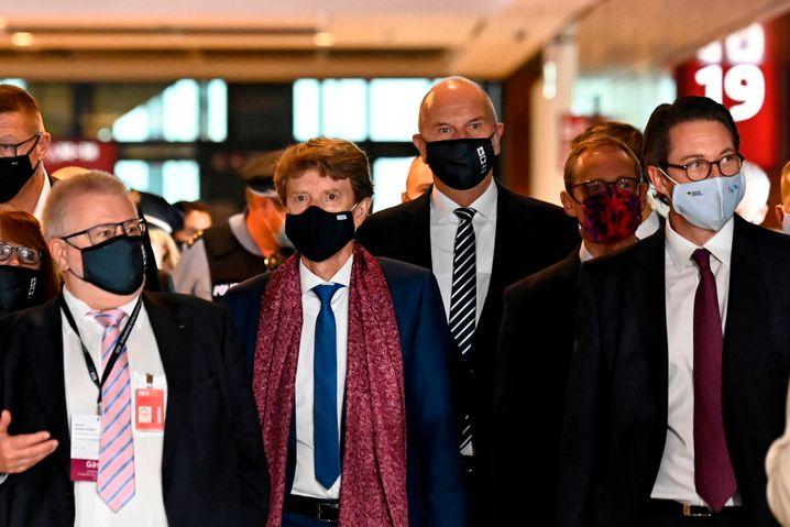 Nach Bekanntwerden der Corona-Infektion des Brandenburger Ministerpräsidenten Woidke müssen mehrere Teilnehmer der BER-Eröffnungsfeier in Quarantäne