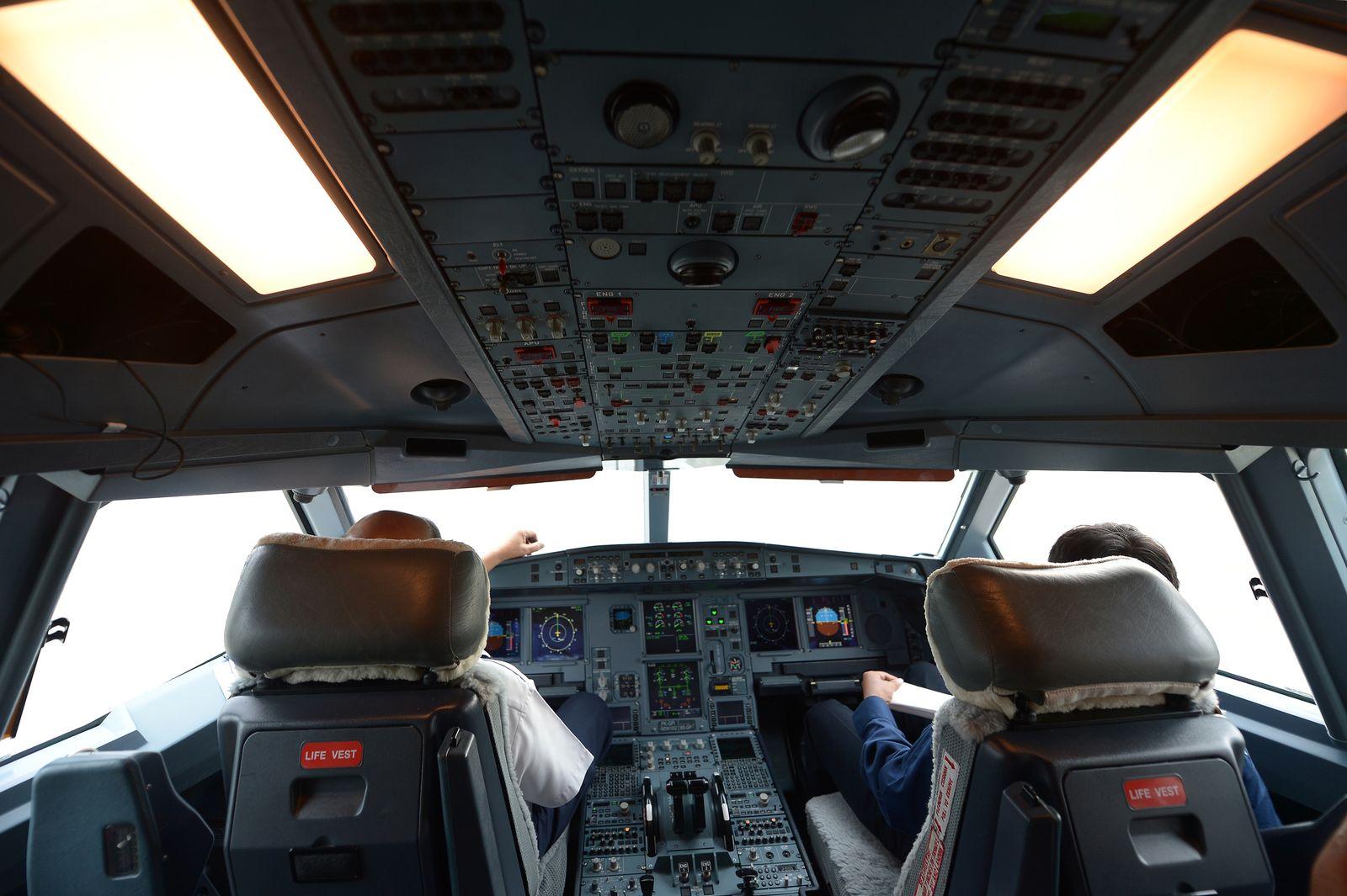 EINMALIGE VERWENDUNG Cockpit Airbus 330