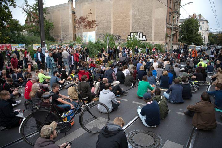 Mehrere hundert Menschen nahmen an einer Mahnwache an der Unfallstelle teil