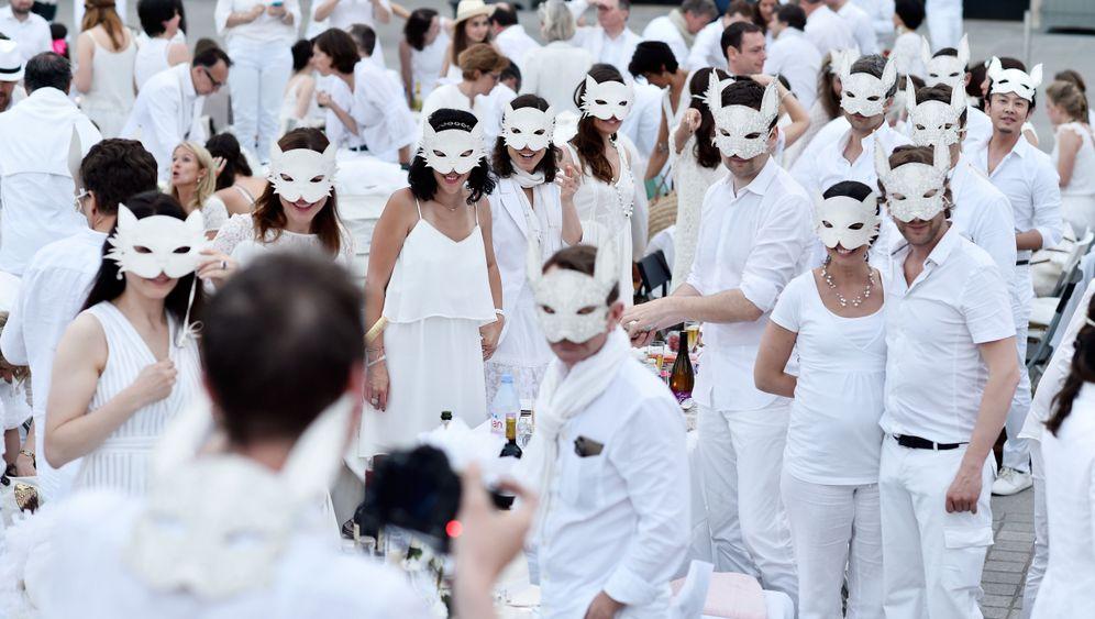 Guerilla-Abendessen: Dîner en Blanc in Paris