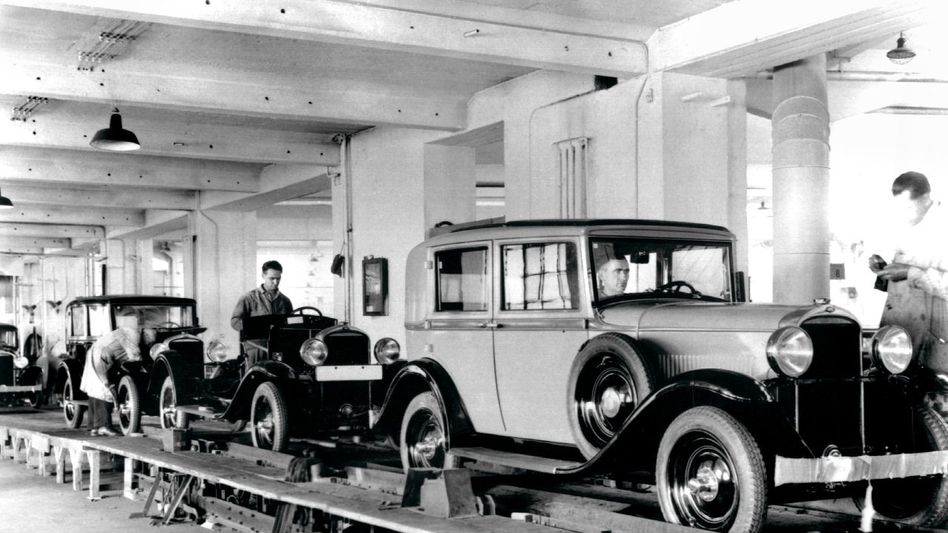 Produktion am laufenden Band bei Opel, 1931