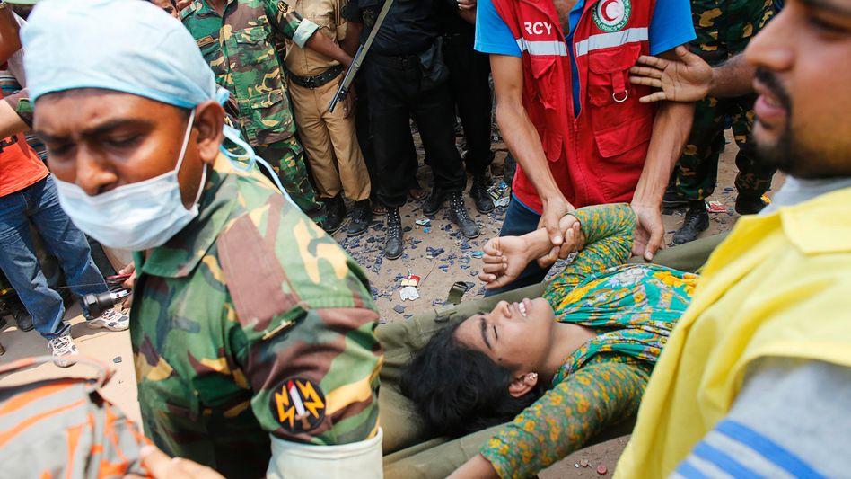 Gebäudeeinsturz in Bangladesch: Begraben in der Schutthölle