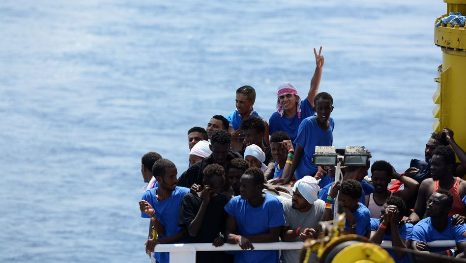 Migranten und Flüchtlinge auf der Aquarius