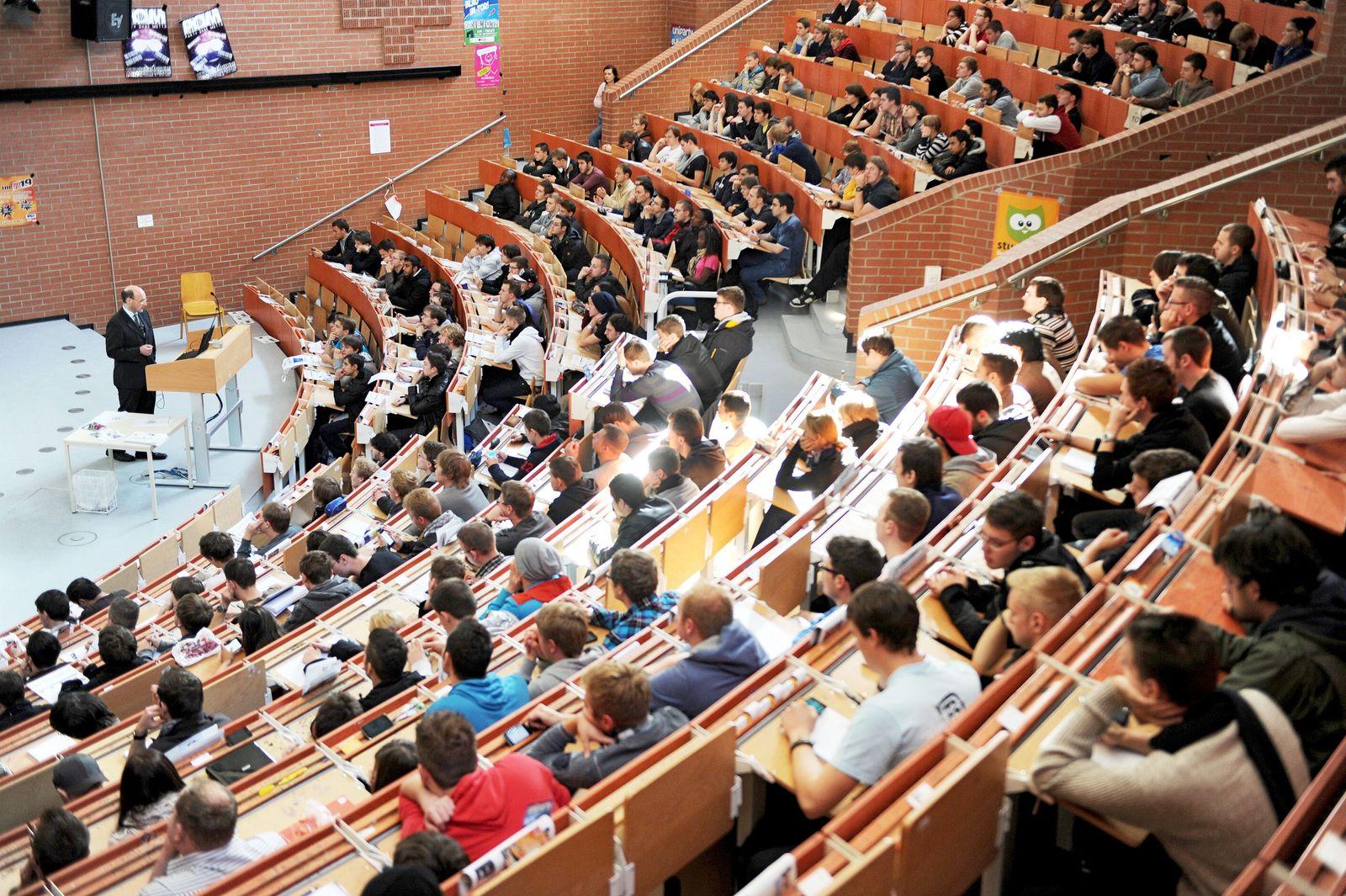 Hörsaal / Semesterbeginn Uni Kassel