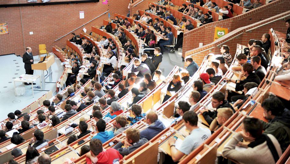 Die Hörsäle sind voll an deutschen Unis; laut OECD könnten aber durchaus noch mehr junge Menschen studieren