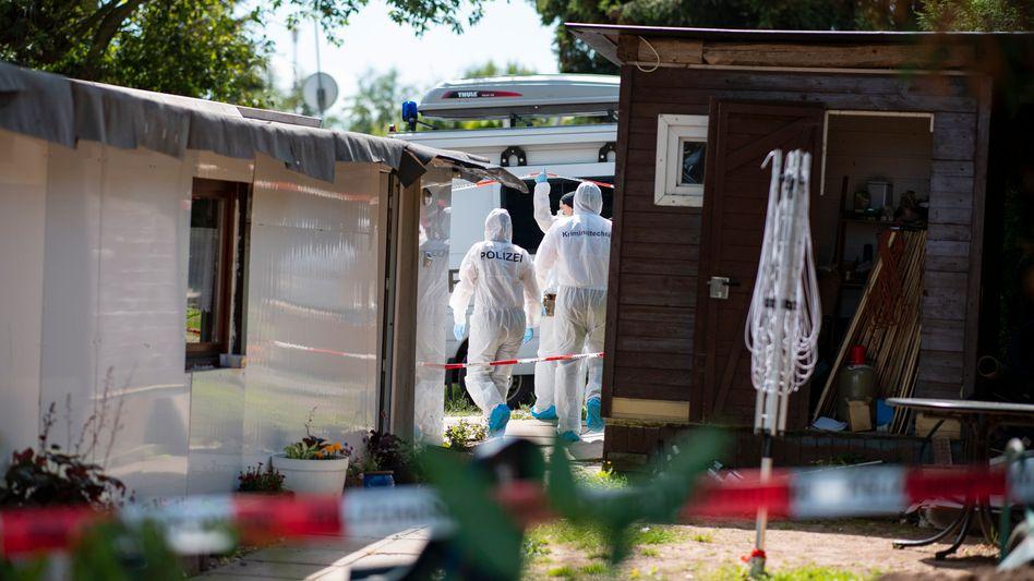"""Ermittler durchsuchen die Parzelle eines weiteren Beschuldigten auf dem Campingplatz """"Eichwald"""" in Lügde"""