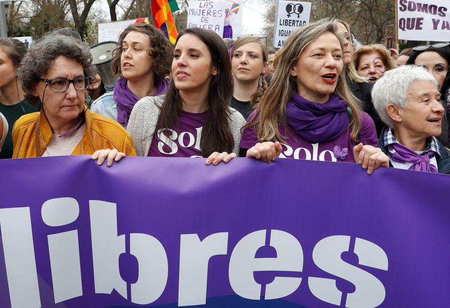 Mehr als 100.000 Menschen auf einer Demo: Ministerin Irene Montero am 8. März in Madrid