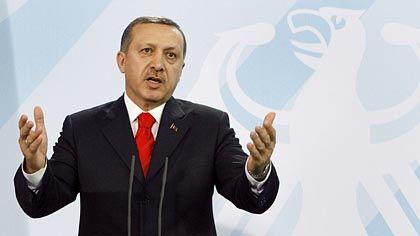 """Erdogan: """"Türkische Lehrer auch nach Deutschland"""""""