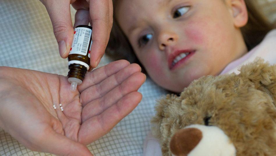 Homöopathische Mittel lösen Kontroversen aus - vor allem wenn es um Kinder geht
