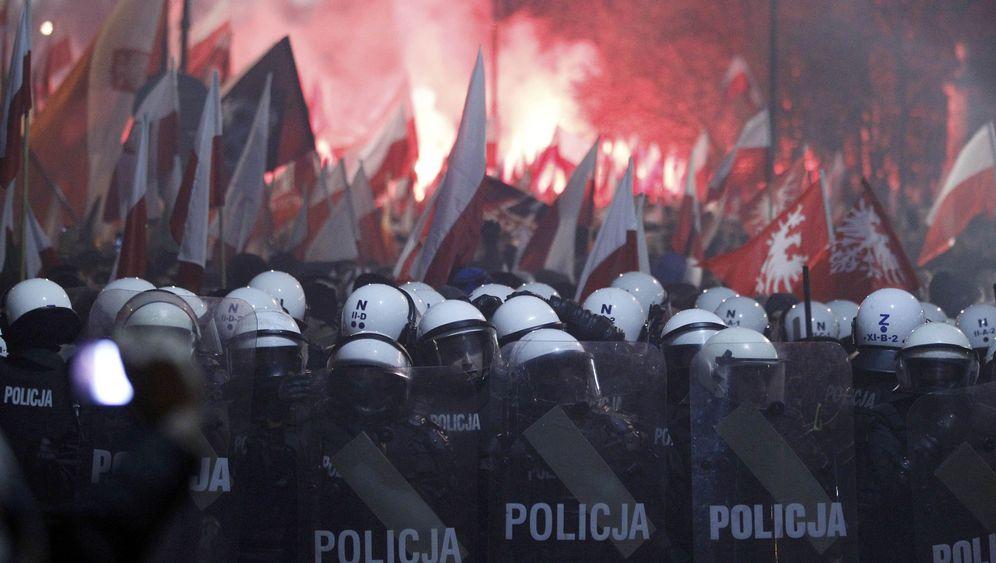 Nationalfeiertag in Warschau: Steine, Flaschen, Feuerwerkskörper