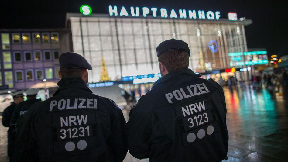 Polizisten am Kölner Hauptbahnhof (Archiv): Zunehmend Verdächtige aus Nordafrika