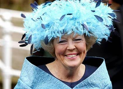 Oma Beatrix wird gepimpert
