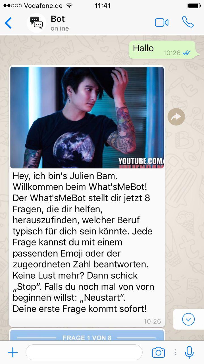 So geht's los: Julien Bam begrüßt die Nutzer des What'sMeBots