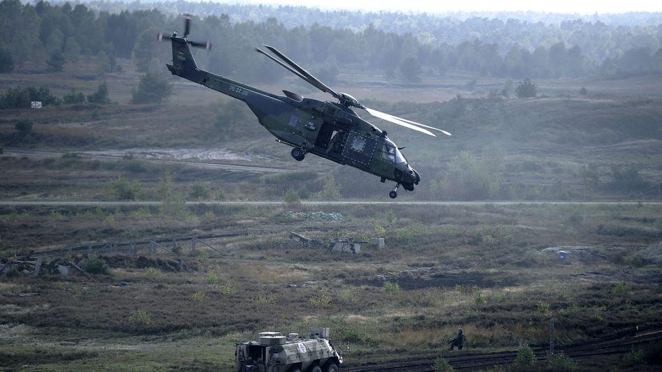 NH90 Helikopter bei Übungen in Munster: Designfehler entdeckt