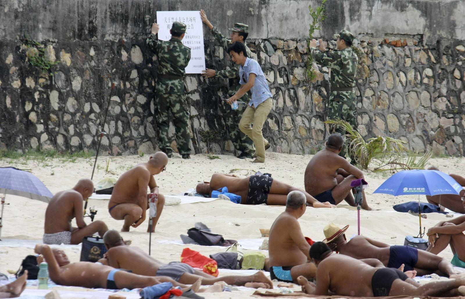Nackt bilder familien nudisten Horror: Nudisten