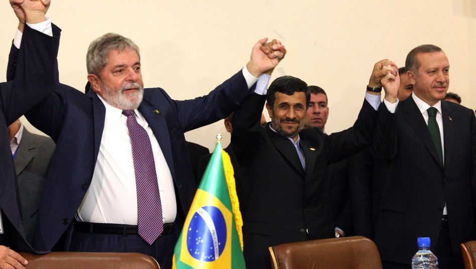 Brazilian President Luiz Inacio Lula da Silva (left), Iranian President Mahmoud Ahmadinejad and Turkish Prime Minister Recep Tayyip Erdogan pose for a picture after signing the deal Monday.