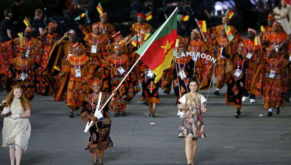 Athleten aus Kamerun beim Einzug ins Olympia-Stadion: Sieben Sportler fehlen