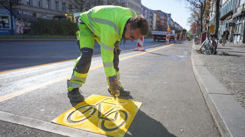 Ein Radverkehrsstreifen in Berlin, wo vorher keiner war und wo ohne Corona wohl nie einer gewesen wäre