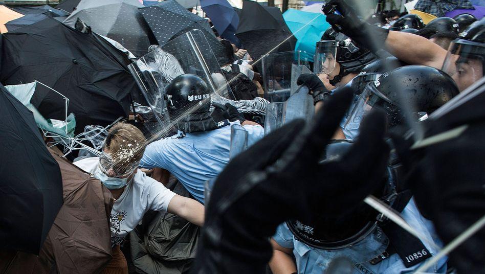 Demonstration für freie Wahlen: Polizei sprengt Studentenproteste in Hongkong