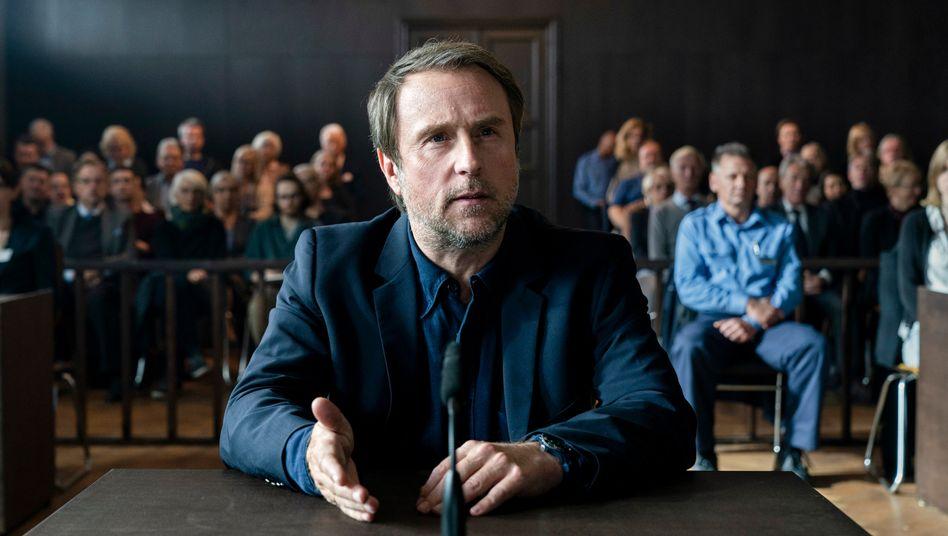 Bjarne Mädel als Kommissars Peter Nadler