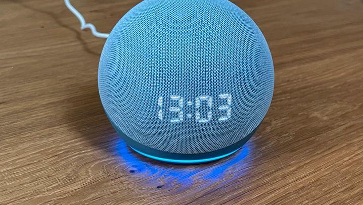 Links der Echo Dot, rechts der Echo Dot mit Display