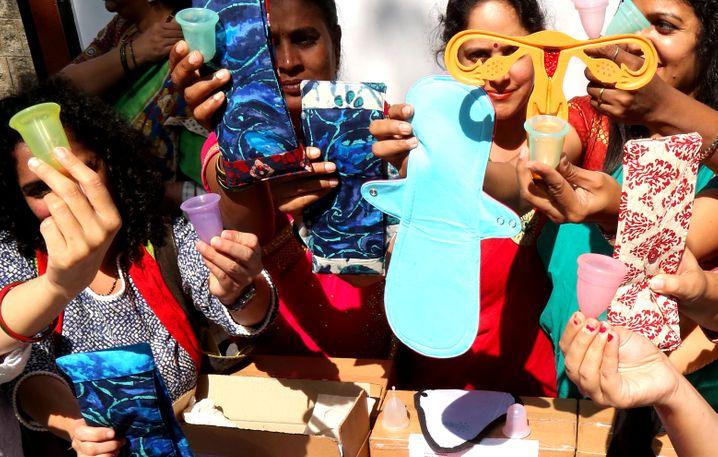 Indische Aktivistinnen fordern günstige Hygieneprodukte