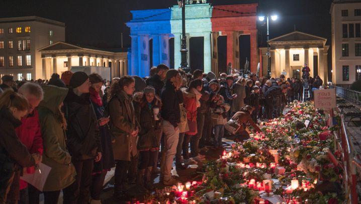 Brandenburger Tor in Landesfarben: Trauern mit Licht