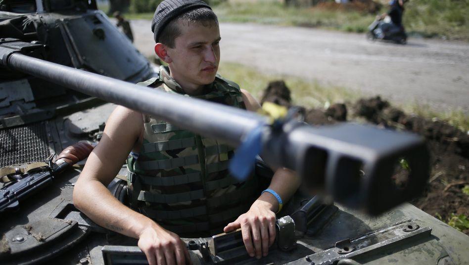 Ukrainischer Soldat im Einsatz bei Donezk: Dutzende Soldaten und Grenzschützer starben bei einem Raketenbeschuss