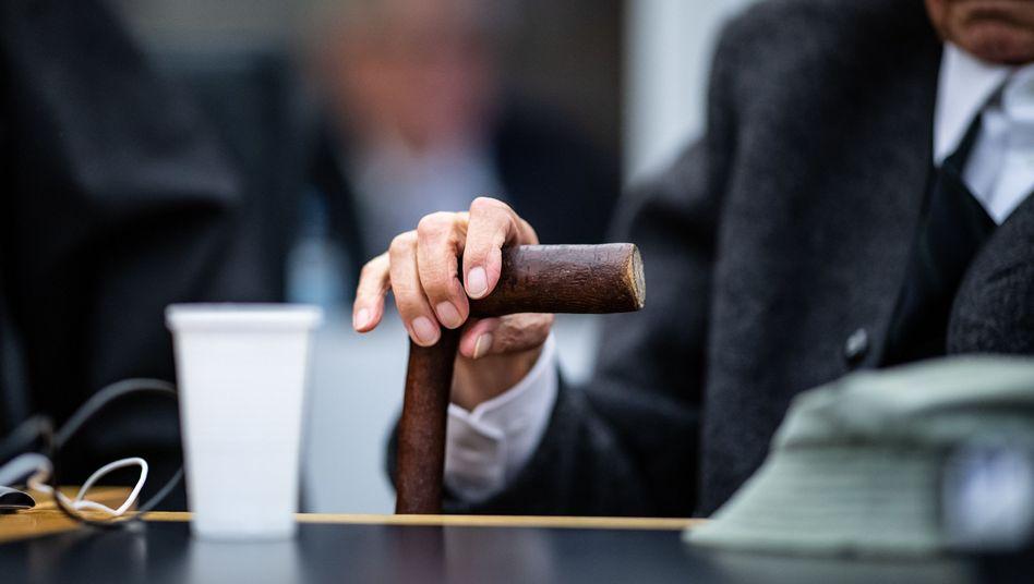 Angeklagter Anfang November vor Gericht