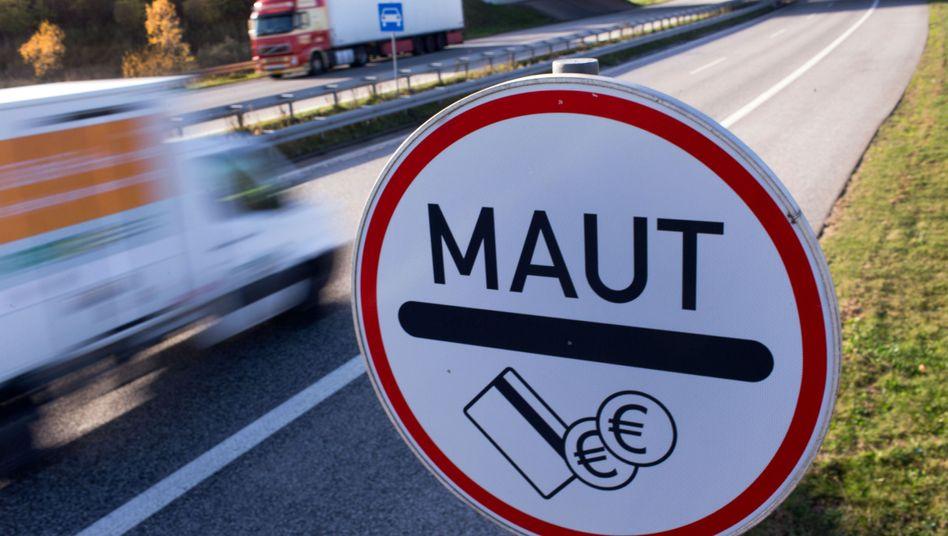 Mautschild an der Stadtautobahn in Rostock
