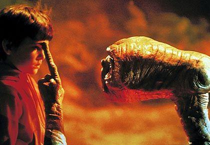 """Szene aus """"E.T. - Der Außerirdische"""": Kein Widerspruch zum Gottesglauben"""