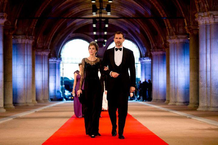 Sie sollen die spanische Monarchie in eine möglichst skandalfreie Zukunft führen: Felipe und Letizia (Archivbild 2013)
