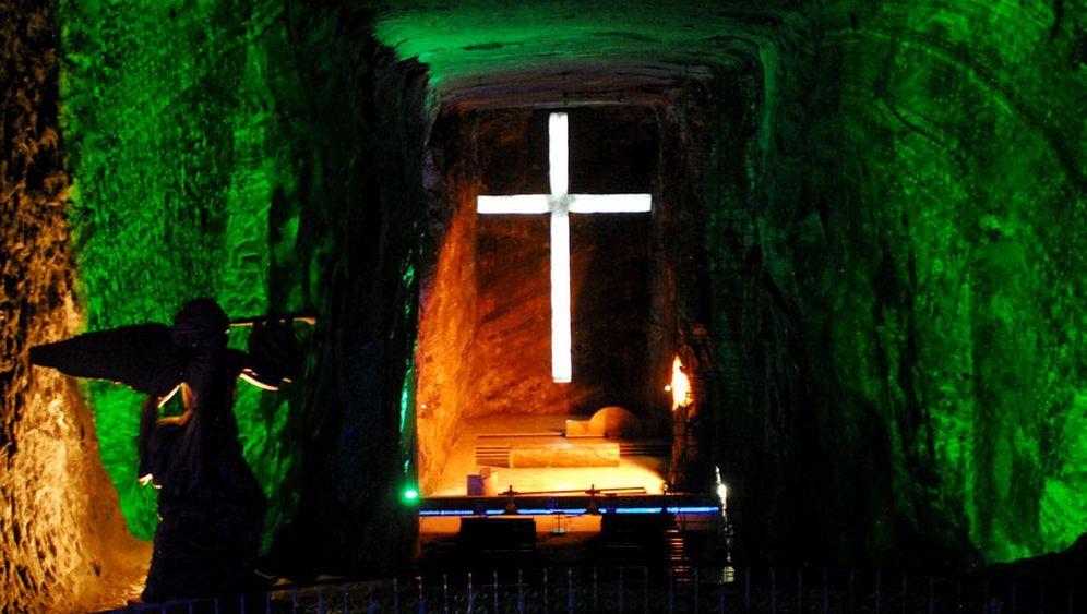 Salzkathedrale von Zipaquirá: Monumentale Kreuze, zierliche Engel