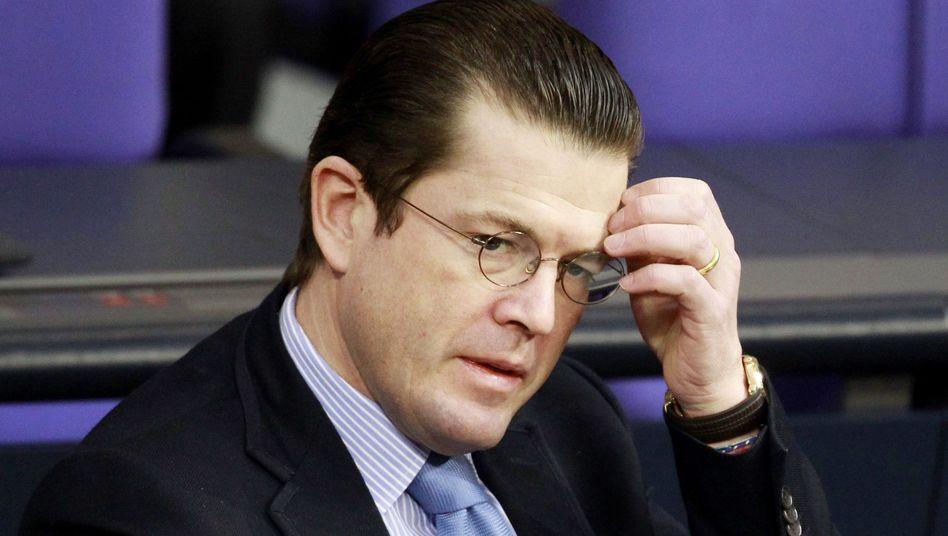 Verteidigungsminister zu Guttenberg: Alles nur Schein?