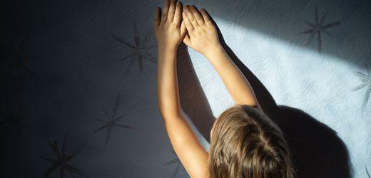 Missbrauch in der Familie: Manche haben die Bilder noch vor sich, wie die Mutter sich wegdreht