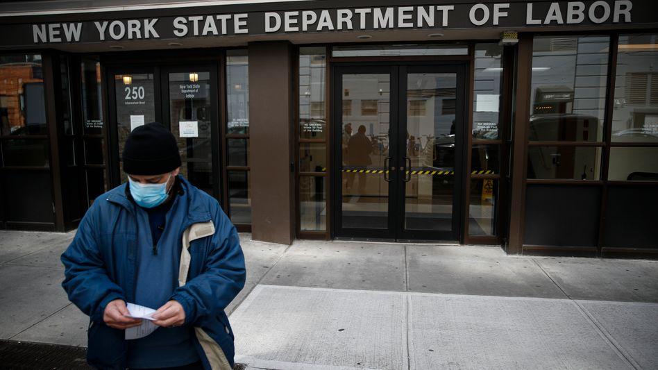 Arbeitsamt in New York: Binnen drei Wochen haben mehr als 16 Millionen Menschen ihren Job verloren