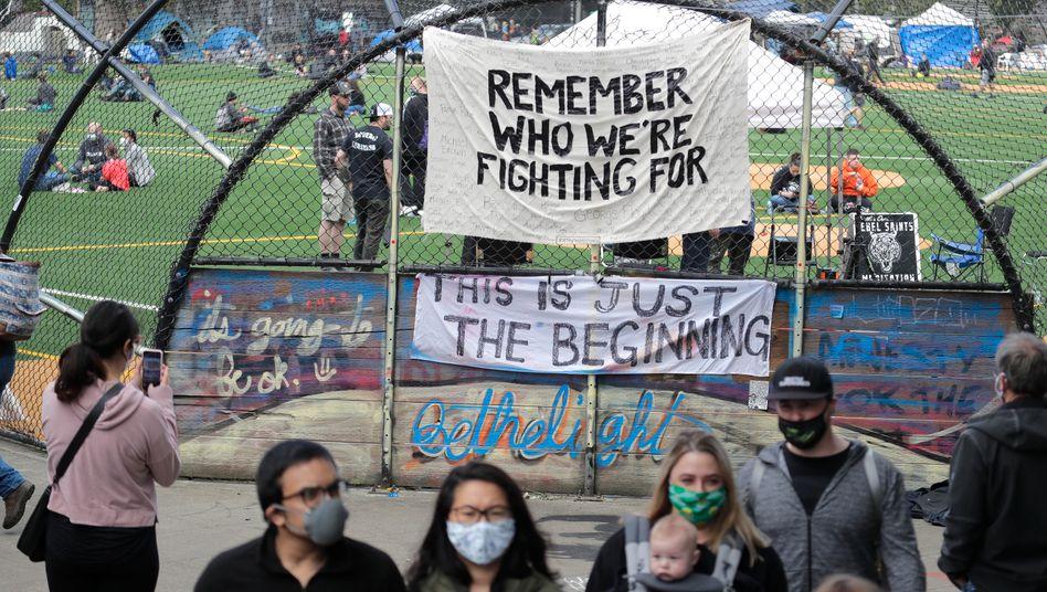 """Besucher der besetzten Zone """"Capitol Hill Occupied Protest"""" in Seattle"""