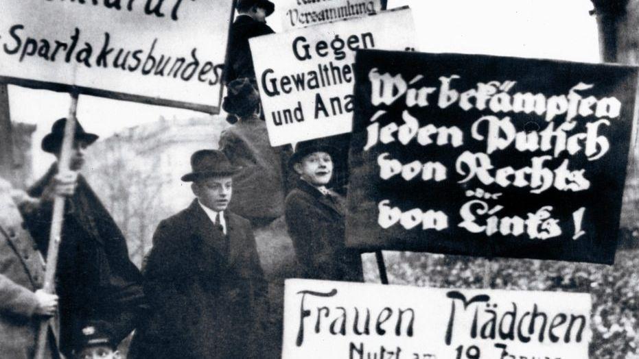 SPD-Kundgebung vor dem Reichstag, 1919