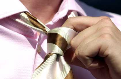 Krawatte: Ärzte sollen im Krankenhaus auf den textilen Farbtupfer verzichten