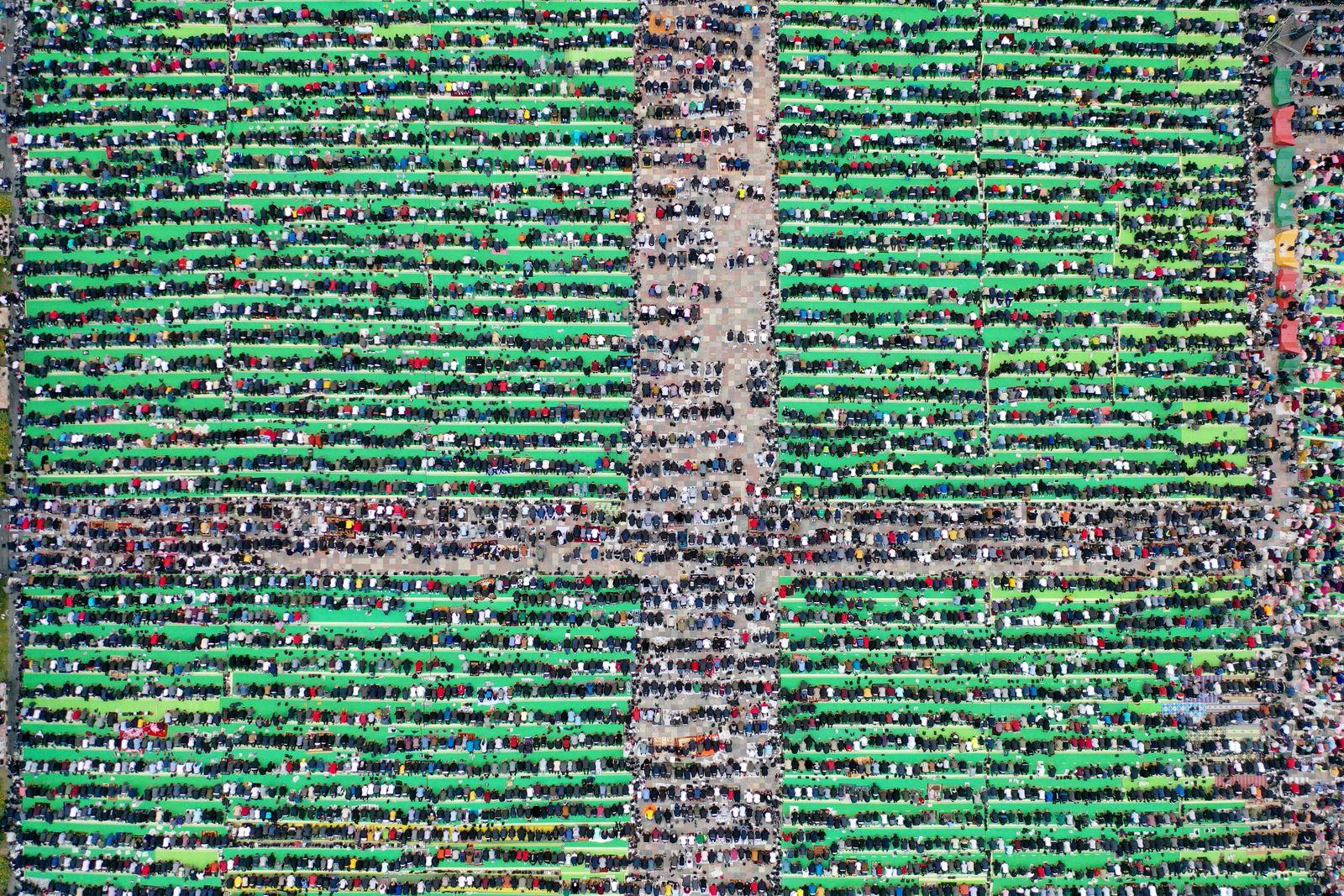 TOPSHOT-ALBANIA-RELIGION-ISLAM-RAMADAN-EID