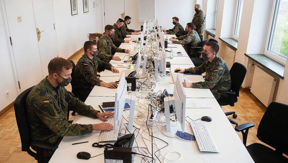Soldaten als Nothelfer bei Kontaktnachverfolgung in Hannover:Viele kleine Ausbrüche