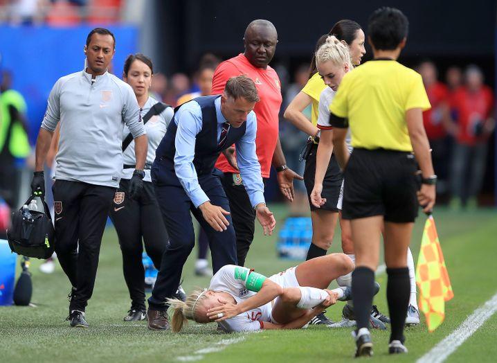 Steph Houghton wurde in den Schlussminuten gefoult und droht, für den WM-Verlauf auszufallen