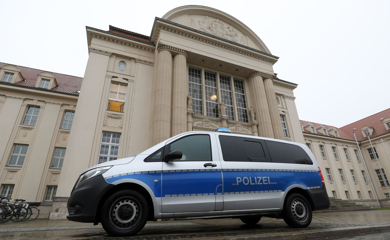 EINMALIGE VERWENDUNG Prepper-Prozess gegen einen Polizisten