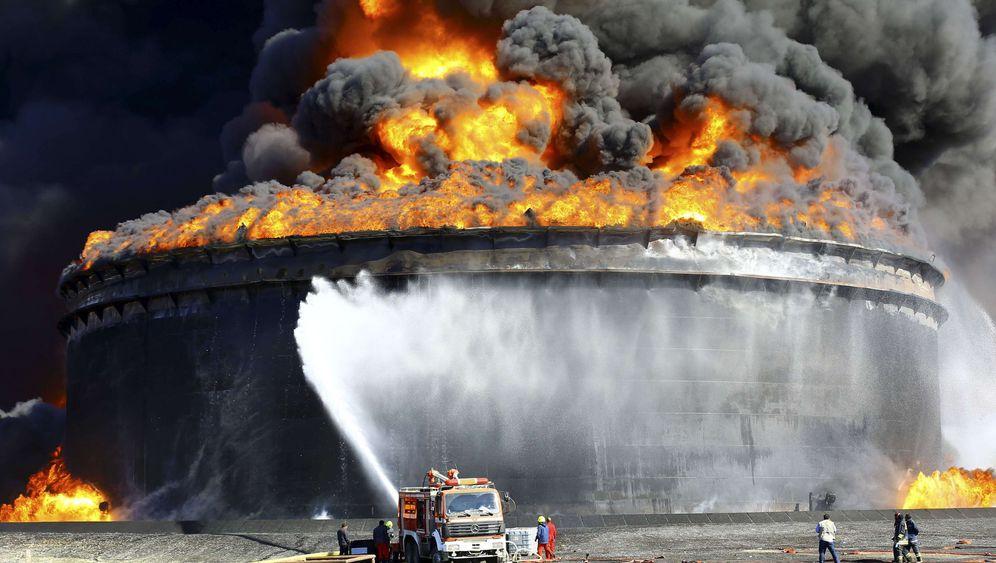 Feuer in Libyen: Großbrand in größter Ölanlage des Landes