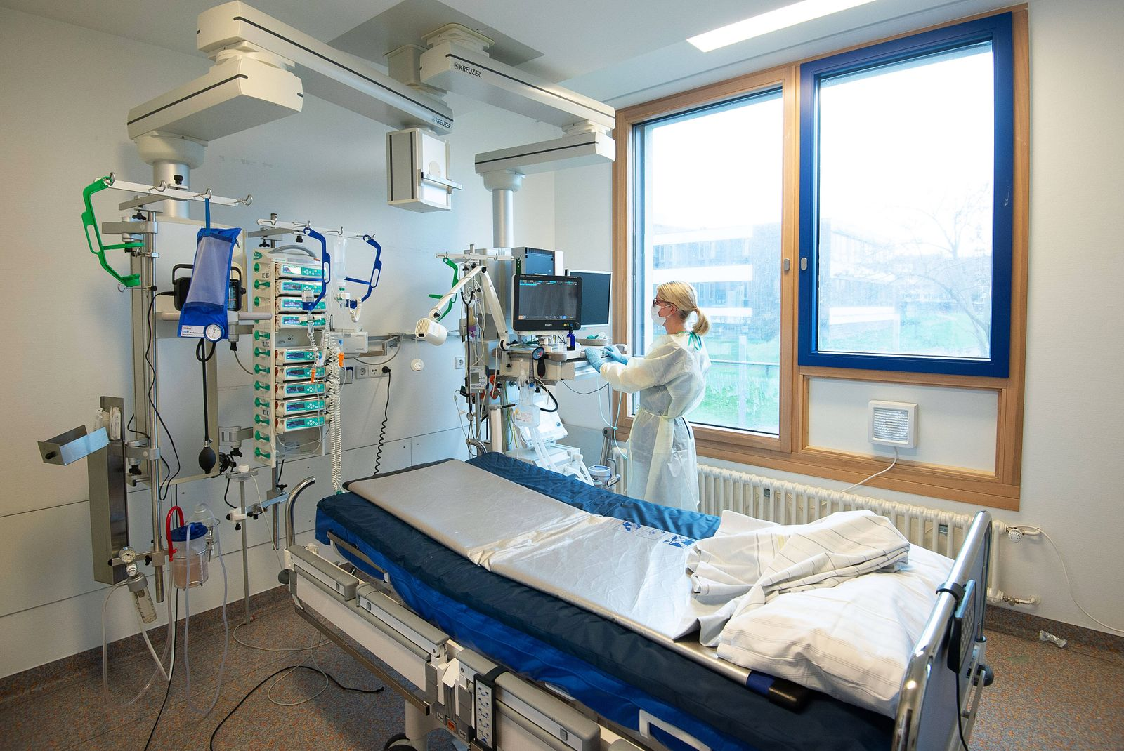 Intensivstation Klinikum Bad Cannstatt Einbau von neuen L¸ftern in den Fenstern der Zimmer der Intensivstation um einen
