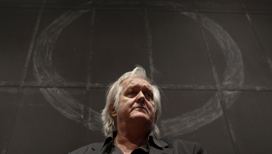 """Swedish author Henning Mankell at a news conference in Berlin on June 3: """"The soldiers were prepared to use violence on us from the beginning,"""" he told SPIEGEL."""