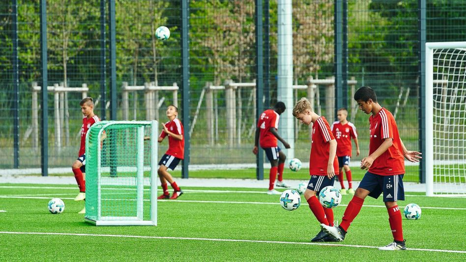 Jugendfußballer im Leistungszentrum des FC Bayern München:Manchmal fließen Tränen